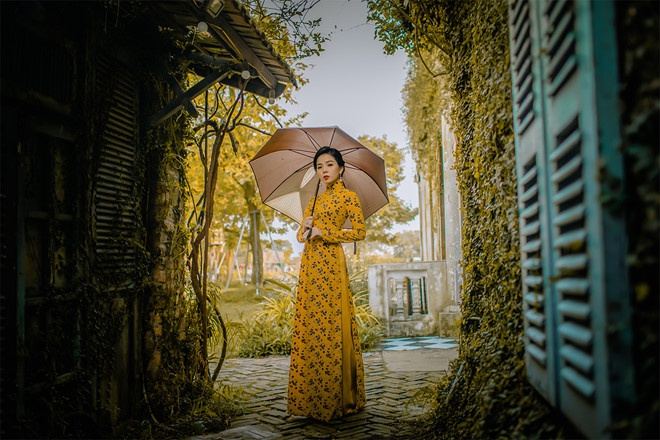 Le Quyen ngau hung hat live bang loa keo keo o pho Tay Bui Vien hinh anh 2