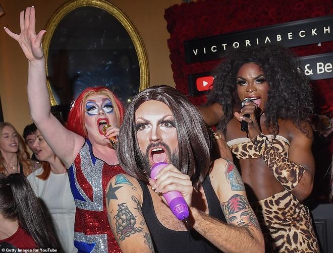 Victoria Beckham thue Spice Girls phien ban LGBT bieu dien hinh anh