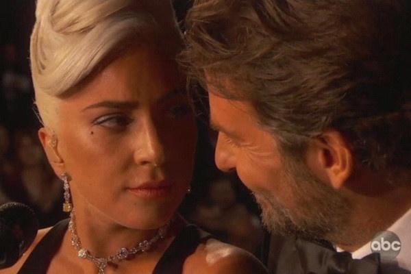 Bradley Cooper lai tinh tu voi Lady Gaga truoc mat ban gai sieu mau hinh anh 2
