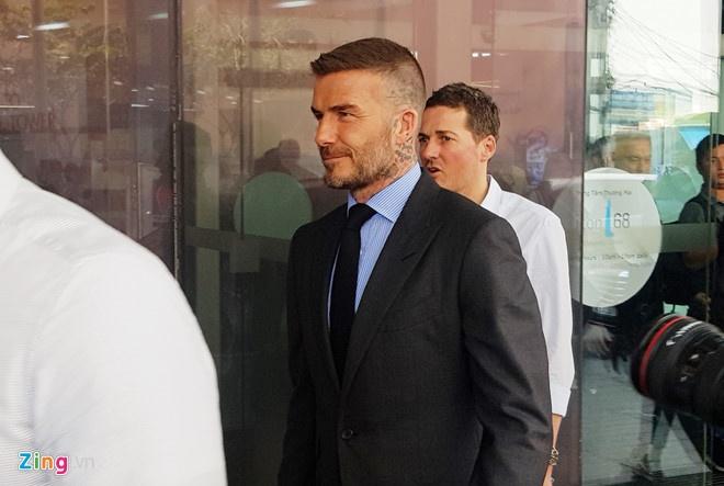 David Beckham khoe anh selfie tren duong pho Sai Gon hinh anh 2