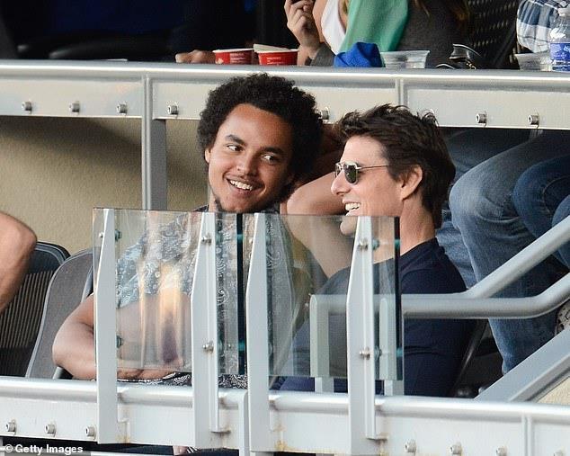 Tom Cruise cam vo cu Nicole Kidman tham du dam cuoi con trai hinh anh 1