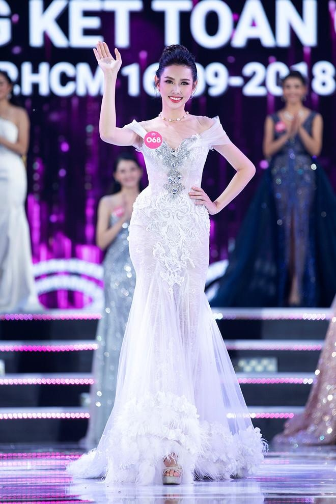 Nguoi dep HHVN Thuy Tien bi to no 1, 5 ty dong anh 2