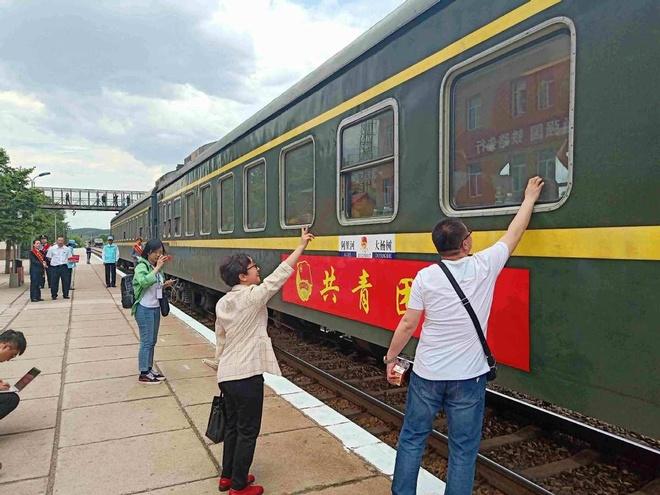 Chuyến tàu đặc biệt chở học sinh nông thôn đi tìm giấc mơ đại học