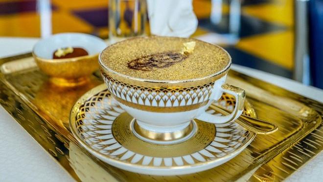 Cappuccino phu bot vang va 7 mon an xa hoa o Dubai hinh anh
