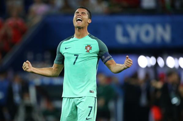 Ronaldo qua xuat sac, tiec cho Bale va Xu Wales hinh anh 1