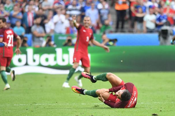 Cristiano Ronaldo: Huyen thoai tu nuoc mat hinh anh 3