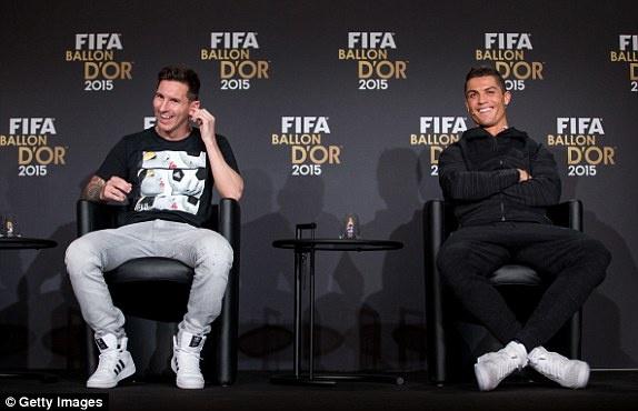 Xavi: 'Ronaldo cung khong cung dang cap voi Messi' hinh anh 2