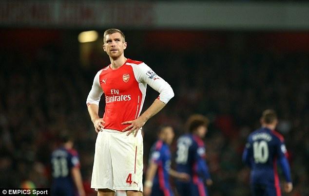 Mertesacker: Arsenal dung thu hai da la mot ki tich hinh anh