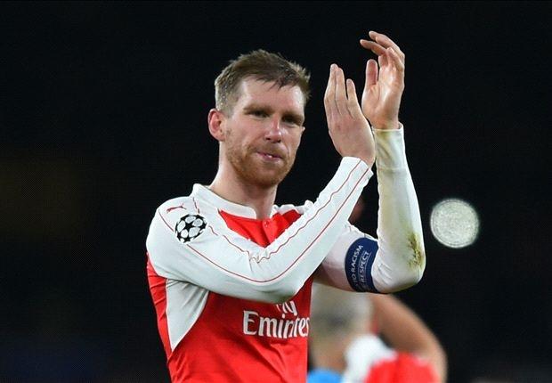 Mertesacker: Arsenal dung thu hai da la mot ki tich hinh anh 1