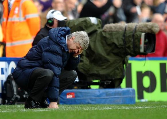 Arsenal truoc mua giai moi: Con Wenger, con that bai hinh anh 2