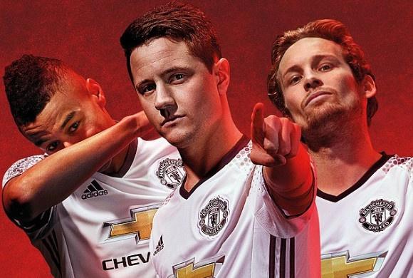 Manchester United ra mat ao dau moi hinh anh