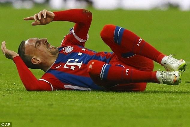 Chu tich Bayern Munich day bao Ribery hinh anh 1