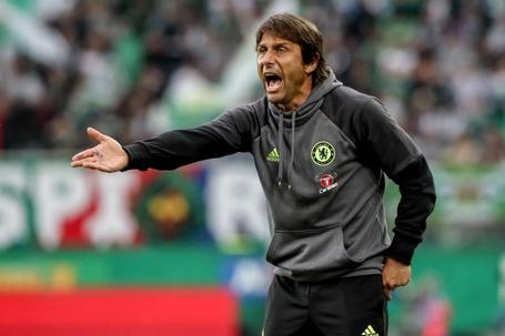 Antonio Conte lac quan vi khong duoc du Champions League hinh anh