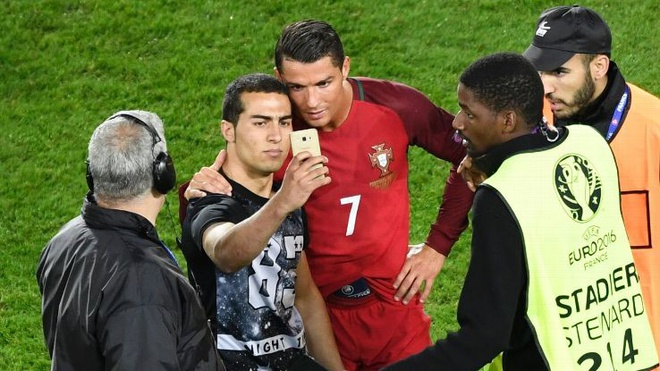 Ung dung selfie duoc ra mat boi Cristiano Ronaldo hinh anh 7