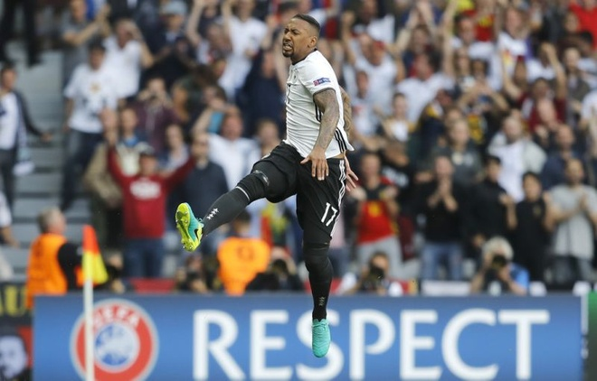 Jerome Boateng tro thanh Cau thu hay nhat nuoc Duc hinh anh