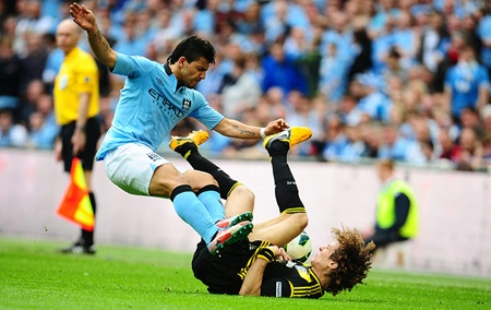 Aguero co the lo hen tran derby Manchester vi an treo gio hinh anh 3