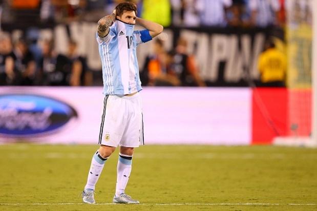 Messi chong doi Barca de tro ve tuyen Argentina hinh anh