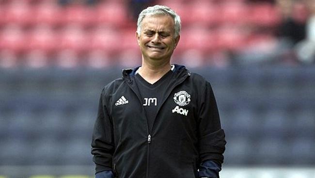 Mourinho gap kho truoc tran derby Manchester hinh anh