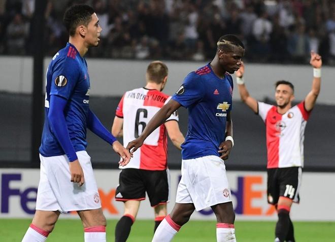 MU thua Feyenoord, fan dua nhau che nhao Pogba hinh anh 1