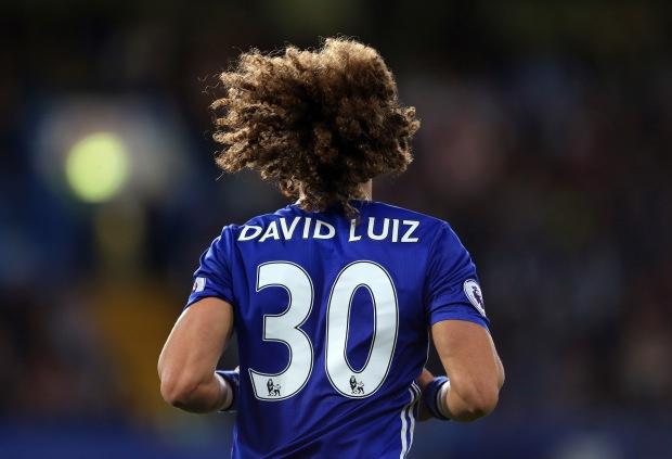 Cau chuyen xuc dong ve co dong vien duoc David Luiz tang ao hinh anh