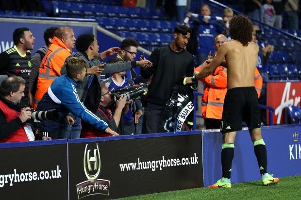Cau chuyen xuc dong ve co dong vien duoc David Luiz tang ao hinh anh 1