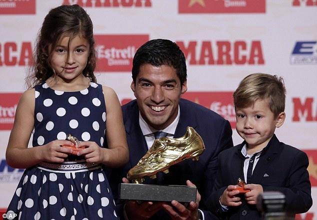 Luis Suarez gianh Chiec giay vang, muon giai nghe o Barca hinh anh 1
