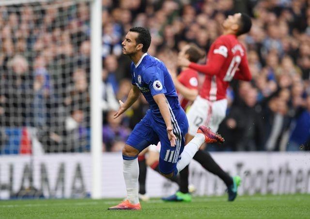 Neville che bai Pogba, du doan Mourinho se 'dung xe bus' hinh anh 1
