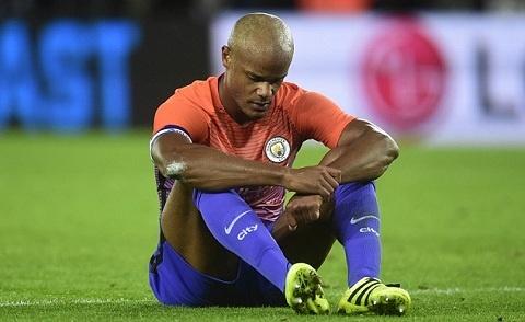 Rooney mo duong toi My, Kompany dem ngay roi Man City hinh anh 1