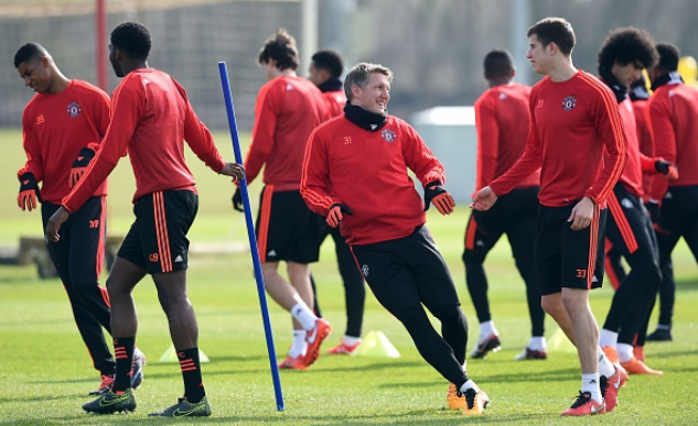 Mourinho ly giai nguyen nhan cho Schweinsteiger tap tro lai hinh anh 1