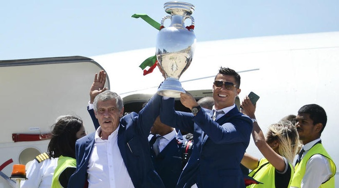 Ronaldo chon Santos anh 1