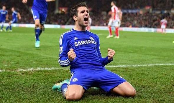 Azpilicueta muon Chelsea giu chan Fabregas hinh anh 1