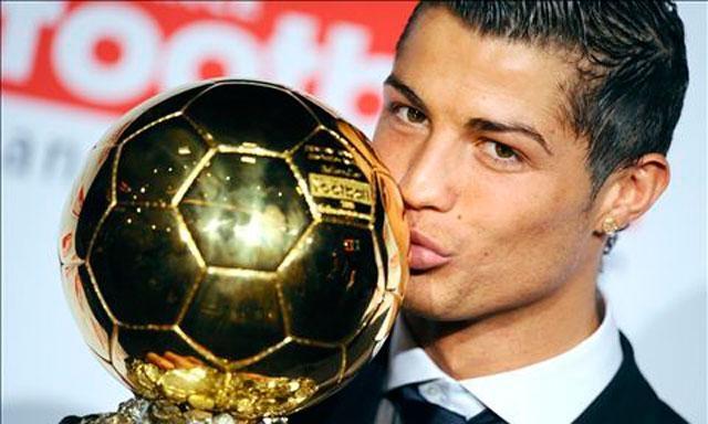 Bao Tay Ban Nha tiet lo Ronaldo doat Qua bong vang hinh anh