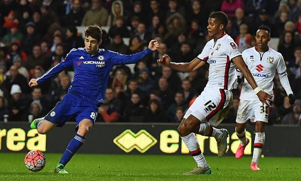 10 khoanh khac dep nhat cua Oscar trong mau ao Chelsea hinh anh 10