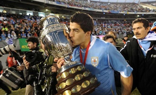 O tuoi 30, Luis Suarez vuot mat nhieu huyen thoai hinh anh 2