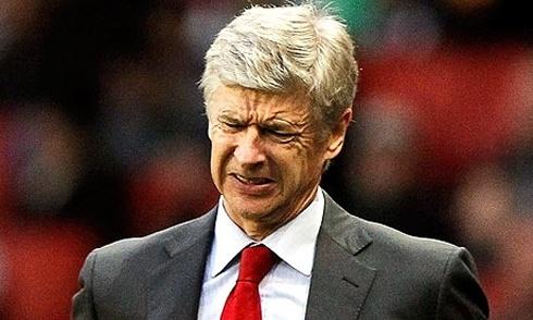Arsene Wenger bi cam chi dao tran dai chien voi Chelsea hinh anh