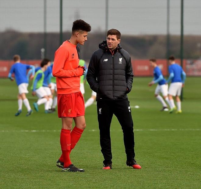 Ngay dau tien Gerrard tro thanh huan luyen vien Liverpool hinh anh 8