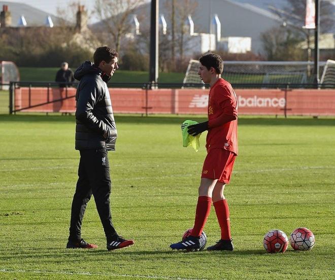 Ngay dau tien Gerrard tro thanh huan luyen vien Liverpool hinh anh 9