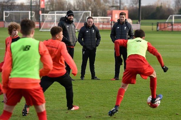 Ngay dau tien Gerrard tro thanh huan luyen vien Liverpool hinh anh 4