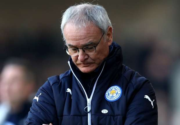 The gioi bong da bat binh khi Ranieri bi sa thai hinh anh