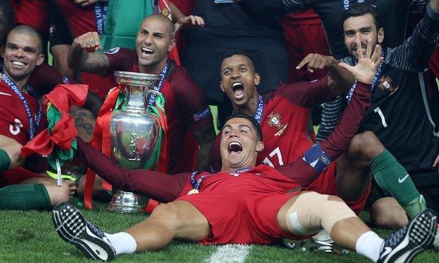 Cristiano Ronaldo tro thanh cau thu hay nhat Bo Dao Nha hinh anh 1