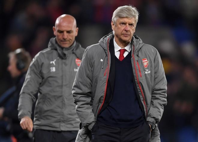 Fan Arsenal noi doa, tu choi tra lai bong cho cau thu hinh anh 2