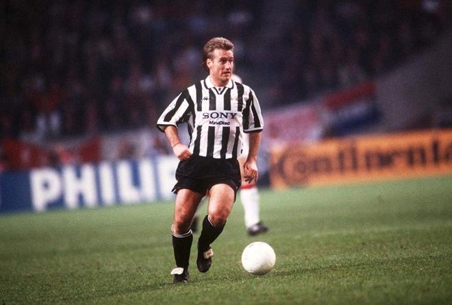 Doi hinh nguoi Phap tung choi cho Juventus hinh anh 7