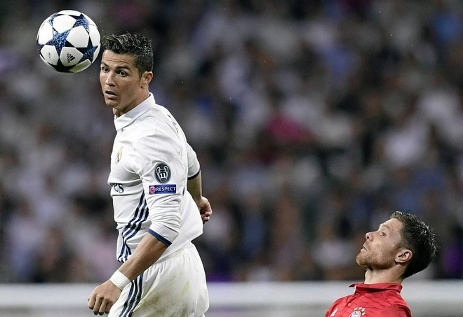 Muller ton sung ky nang choi dau cua Ronaldo hinh anh