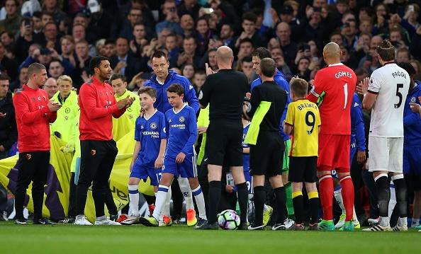 Fan Chelsea ra mat mon 'thit lon ham Costa' mung chuc vo dich hinh anh 1