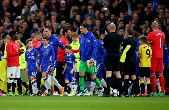 Fan Chelsea ra mat mon 'thit lon ham Costa' mung chuc vo dich hinh anh 2