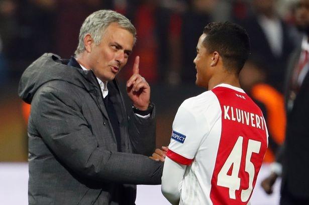 Mourinho moi cau thu Ajax toi MU sau tran chung ket hinh anh 1
