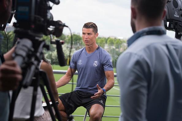 Khong co tien, doi bong Duc van moi chao Ronaldo va Ibra hinh anh 3