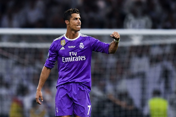 Khong co tien, doi bong Duc van moi chao Ronaldo va Ibra hinh anh 1