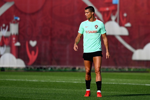 Khong co tien, doi bong Duc van moi chao Ronaldo va Ibra hinh anh 8