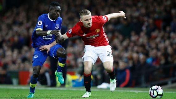 Jose Mourinho cho Luke Shaw co hoi cuoi cung hinh anh 1